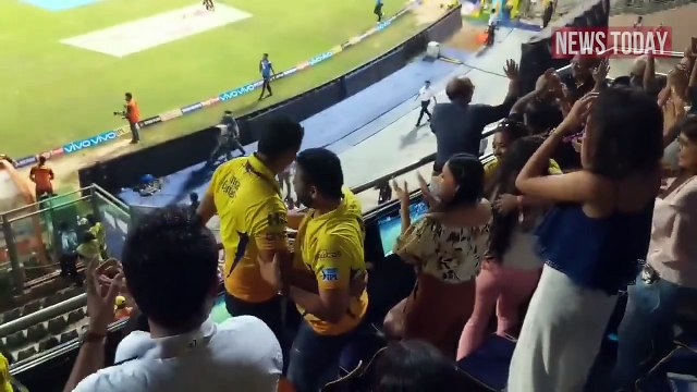 Winning Moments MS Dhoni Wife Sakshi Dhoni Shouting DHONI DHONI  From Stand As CSK Beats SRH In IPL