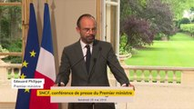 """Grève à la SNCF : """"Face à l'urgence de la situation, cette réforme constitue une rupture majeure. Nous avons choisi de sauver le service public ferroviaire"""", déclare Édouard Philippe."""