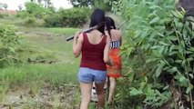 Wow! Two smart girls Catch Big Crabs in the Hole by Digging - How to Catch Crab by Dig Hole