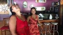 Commençons en musique avec notre 1er portrait « Maman, je t'aime ». Raumata Tetuanui et sa maman nous invitent dans leur petit cocon au Restaurant Terre-Mer po