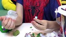 Homem Aranha e Hulk Abrem BALDE SURPRESA Massinha Play Doh Spiderman Surprise Eggs Kids Toys