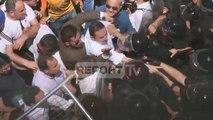 Opozita 2 orë protestë për dorëheqjen e Xhafajt, incidente dhe tension te Ministria e Brendshme