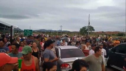 Apoio popular dá força para greve dos caminhoneiros