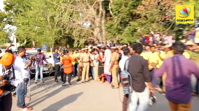 Thala Dhoni Mass Entry to Chennai : CSK received a Grand Welcome by their Fans | IPL 2018