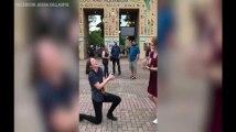 Elle demande sa copine en mariage... le même jour qu'elle