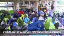 Paris: des migrants évacués trouvent refuge dans un gymnase