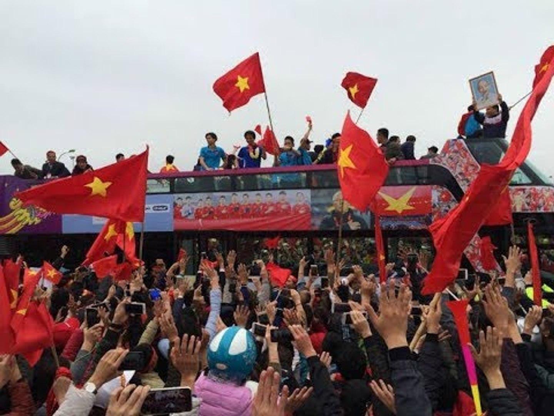 [TRỰC TIẾP] U23 Việt Nam Trở Về Trong Sự Chào Đón Nồng Nhiệt Của Người Thân Và Người Hâm Mộ