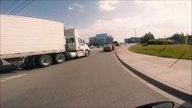 Ce chauffeur de taxi coupe la route d'un camion 36t et va avoir très chaud!