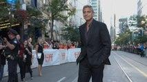 Julia Roberts überreicht George Clooney den AFI Lifetime Achievement Award