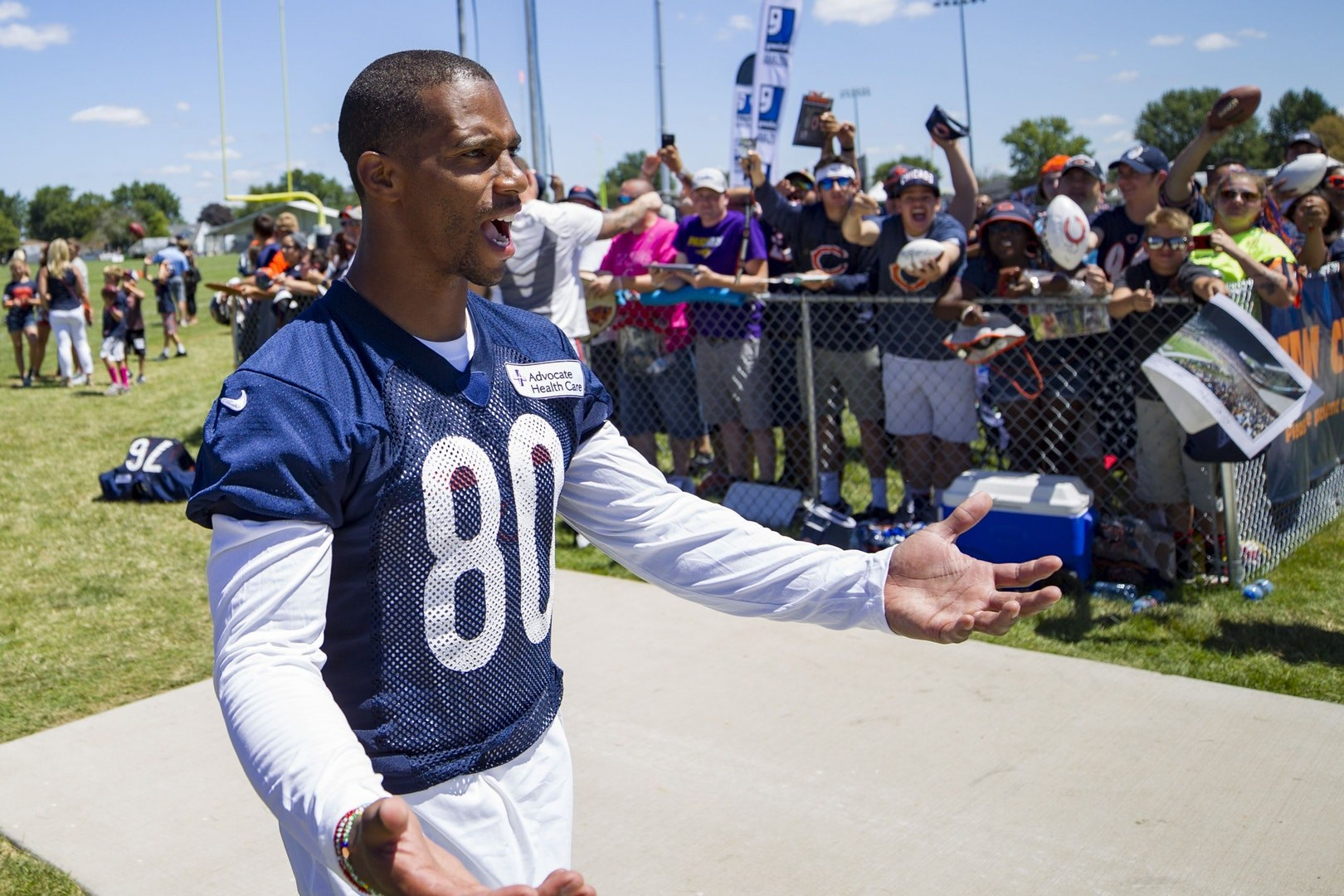 Ex-NFL Star Victor Cruz Defends Players' Right to Protest