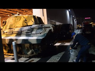 Tiger II starting, unloading and driving - Rétromobile new