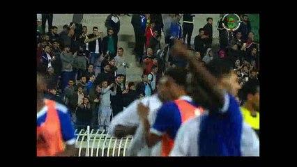 شاهد ماذا فعلت الجماهير الجزائرية مع رابح ماجر بعد خسارة المنتخب الوطني ضد الرأس الأخضر