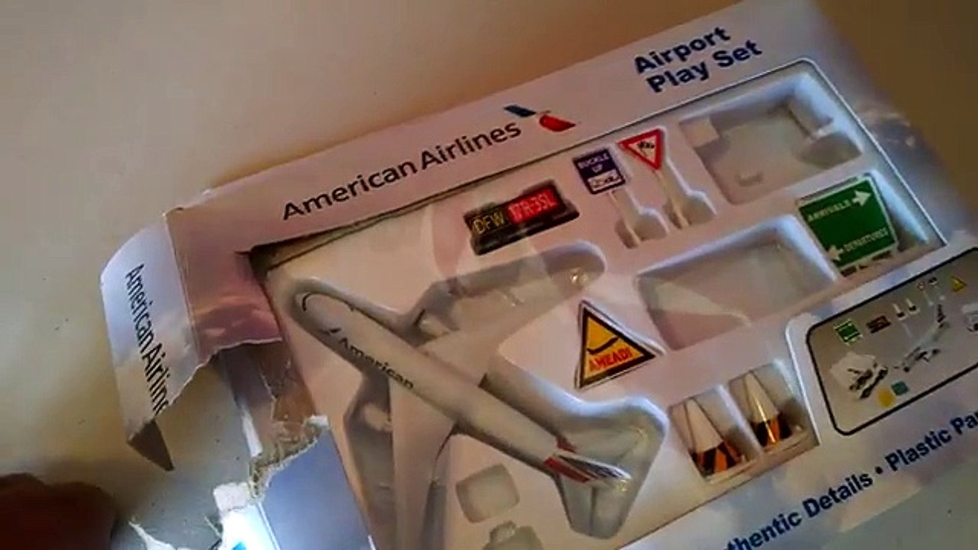 American Airlines Airport Play Set -Airplane Toys - Toy Videos For Kids - Daron Toys Tots おもちゃ