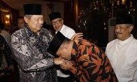 Memaknai Aksi Gatot Nurmantyo Cium Tangan SBY