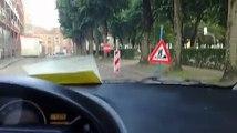 Mons : Sa voiture est bloquée par trois sens interdits