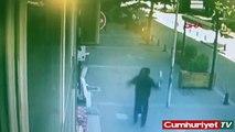 Un homme qui tape son ex-femme se prend un coup de boule