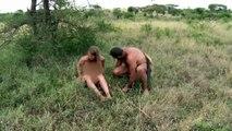 En busca de agua y fuego | Supervivencia al desnudo | Discovery Latinoamérica