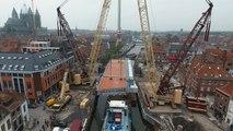 Installation du nouveau pont à pont à Tournai.