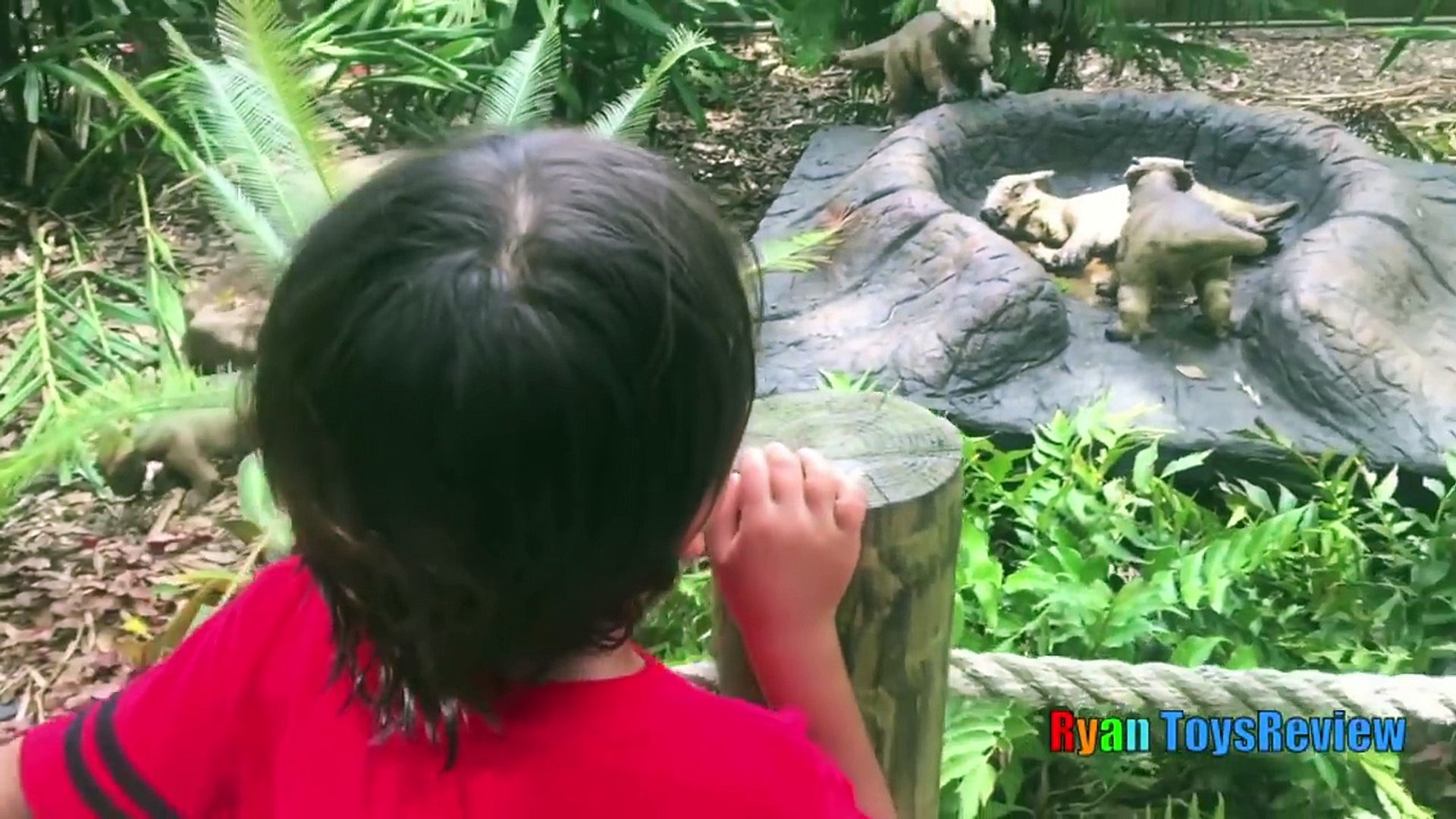 GIANT LIFE SIZE DINOSAUR IN REAL LIFE THEME PARK train ride Family Fun Activities for Children