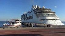 Ultra lüks turizm gemisi Kuşadası'na demirledi