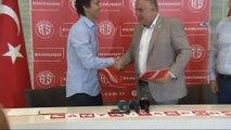 Bülent Korkmaz, Antalyaspor ile 1 1 yıllık sözleşme imzaladı