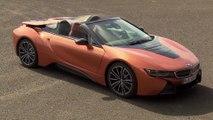La BMW i8 Roadster - biplace avec toit ouvrant à commande électrique et espace de rangement supplémentaire à bord