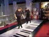 Comment jouer du piano avec ses pieds - Big piano feet