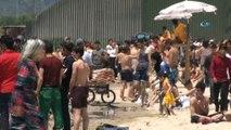 Bayramın birinci günü Menekşe Plajı doldu taştı