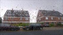 La pluie retentit dans la voiture - le bruit de l'eau tombe sur le toit de la voiture, les sons dans une automobile - 30 minutes