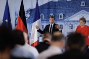 Conférence de presse du Président de la République, Emmanuel Macron avec la Chancelière allemande Angela Merkel à Meseberg en Allemagne
