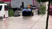 Denizli-Afyonkarahisar karayolu sağanak nedeniyle ulaşıma kapandı - DENİZLİ