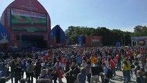 #Rusia2018 | Los fan fest son una sensación en la sede del Mundial. Un grupo de fanáticos se concentra en la Colina de los Gorriones, en Moscú. La gente pone el