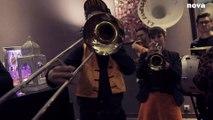Sweet Dreams » d'Eurythmics, version fanfare | Plus Près De Toi