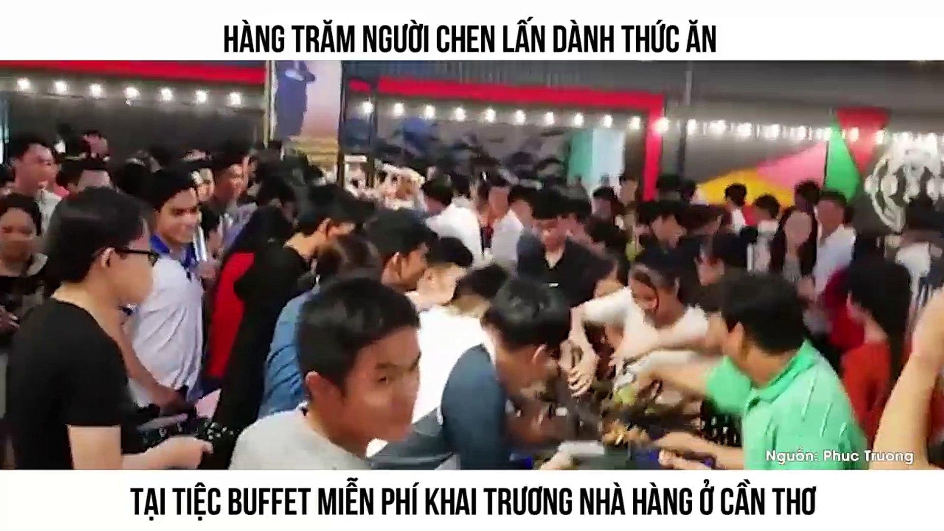 Hàng trăm người chen lấn dành thức ăn tại tiệc buffet miễn phí khai trương nhà hàng ở Cần Thơ