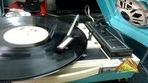 Antigo Toca Discos 1975 Eletrola Delta 8000  portátil pilha e energia. Aparelho recuperado na ESIJMJG polia refeita e tocando discos de 33 rpm long play