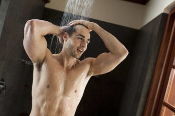 4 reasons why it's not a bad idea to pee in the shower
