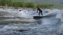 Démonstration de surf d'eau douce sur l'Isère