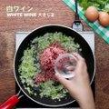 とろ〜り卵をからめてどうぞ♪ パクチー・キーマカレーTasty Japanと宇多田ヒカル『初恋』がコラボ! 宇多田ヒカルさんのニューアルバム「初恋」発売記念として、パクチーをふんだんに使用したTasty Japanオリジナルのパクチー・メニューをコラボカフェにてお召し上がりいただけます♪