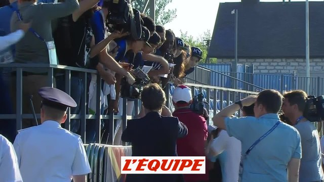 Le bain de foule de Kylian Mbappé à Istra - Foot - CM 2018 - Bleus