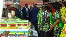 فيديو احتفال أسطوري لرئيس زيمبابوي روبرت موغابي بعيد ميلاده الـ 93!
