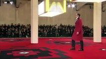 فيديو كبار مشاهير هوليوود على منصة عرض أزياء Prada في تجربة فريدة