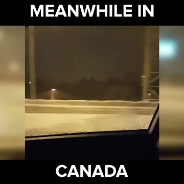 فيديو فتاة تكشف سطح السيارة وسط عاصفة ثلجية في كندا