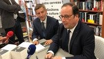 François Hollande dédicace son livre