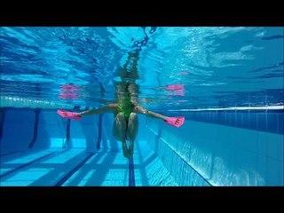 3 exercices pour se tonifier avec des mini-palmes à la piscine ou à la plage