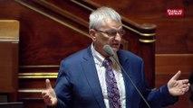 Le Sénat « n'a aucune compétence dans la diététique : il n'y a qu'à nous regarder », déclare Michel Raison