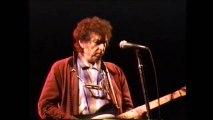 Bob Dylan in concert - Maggies Farm (1992)