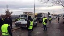 Les policiers ont dégagé la voie de sortie des entrepôts easydis à Besançon, dans le calme.