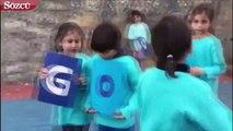 Tuba Büyüküstün, 20 Kasım Çocuk Hakları Günü için mavi kıyafetini giydi. Büyüküstün, bu özel günde çocuklarla bir video çekti ve Instagram hesabından paylaştı.