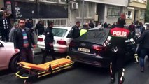 - Şişli'de lüks otomobile silahlı saldırı düzenlendi. Otomobilde bulunan bir kişi ağır yaralandı. Olay yerine çok sayıda polis ekibi sevk edildi. Yaralı şahıs, sağlık ekipleri tarafından hastaneye kaldırıldı