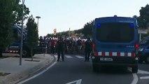 Independentistas increpan a los asistentes al campus de VOX
